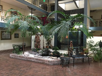 Lobby | SureStay Plus Hotel by Best Western Baton Rouge