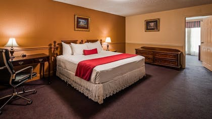 Guestroom | SureStay Plus Hotel by Best Western Baton Rouge