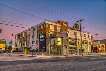 Front of Property - Evening/Night | Lexen Hotel-North Hollywood Near Universal