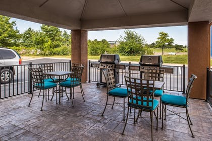Outdoor Dining | Candlewood Suites Topeka West