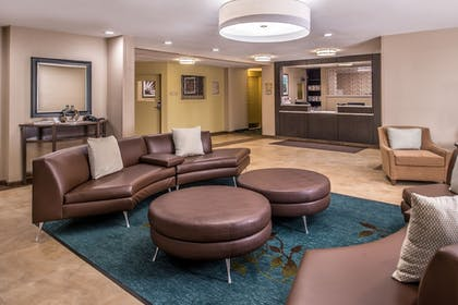 Lobby | Candlewood Suites Topeka West