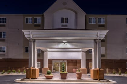 Exterior | Candlewood Suites Topeka West