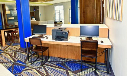 Business Center | Holiday Inn Express & Suites Perryville