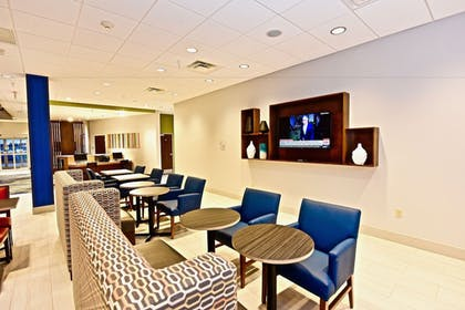 Lobby | Holiday Inn Express & Suites Perryville
