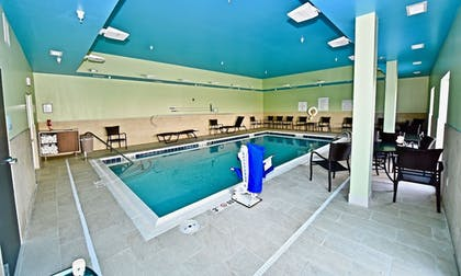 Pool | Holiday Inn Express & Suites Perryville