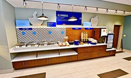 Restaurant | Holiday Inn Express & Suites Perryville