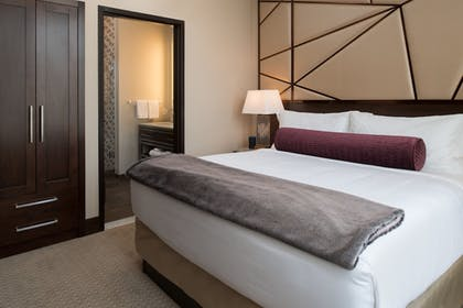 Guestroom | Embassy Suites by Hilton Seattle Downtown Pioneer Square