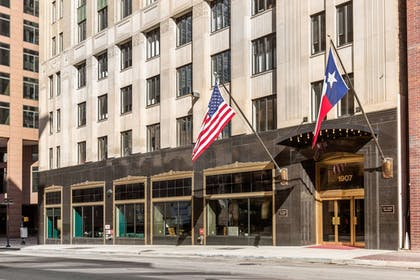 Exterior | Cambria Hotel Downtown Dallas