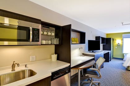 Guestroom | Home2 Suites by Hilton Green Bay