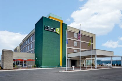 Hotel Entrance | Home2 Suites by Hilton Green Bay