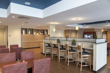 Breakfast Area   TownePlace Suites by Marriott Louisville North