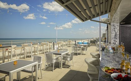 Beach Bar | Hard Rock Hotel Daytona Beach
