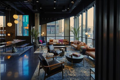 Hotel Bar | MOXY Minneapolis Uptown