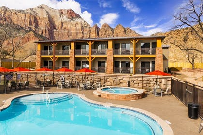 Outdoor Spa Tub | Best Western Plus Zion Canyon Inn & Suites