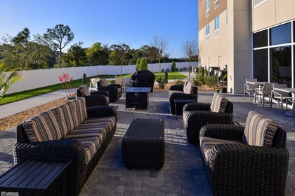 BBQ/Picnic Area | Holiday Inn Express & Suites West Melbourne