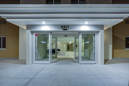 Hotel Entrance | Candlewood Suites Miami Intl Airport-36th St