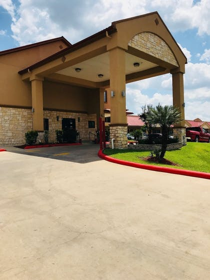 Hotel Front | Palace Inn Greenspoint
