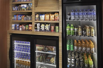 Snack Bar   TownePlace Suites by Marriott San Diego Downtown