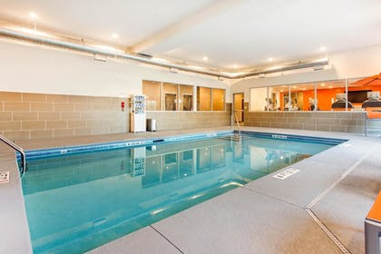 Pool | Comfort Suites North Charleston - Ashley Phosphate