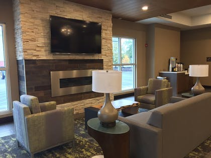 Lobby Sitting Area | Comfort Suites North Charleston - Ashley Phosphate