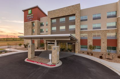 Exterior | Holiday Inn Express and Suites San Marcos South