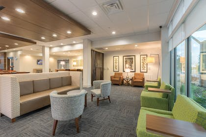 Lobby Lounge | Holiday Inn Express and Suites San Marcos South