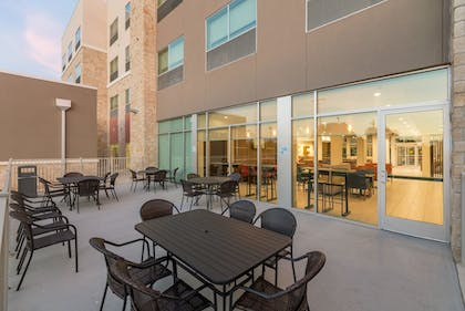 Courtyard | Holiday Inn Express and Suites San Marcos South