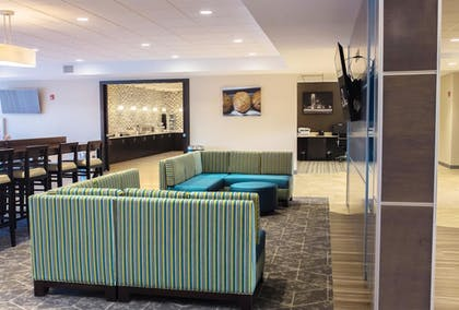 Lobby | Best Western Plus Centralia Hotel & Suites