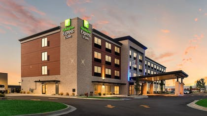 Featured Image | Holiday Inn Express & Suites Racine