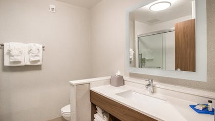 Room | Holiday Inn Express & Suites Racine