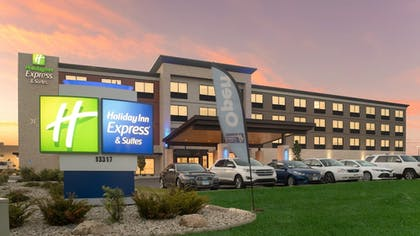 Exterior | Holiday Inn Express & Suites Racine