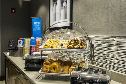 Breakfast buffet | Hampton Inn & Suites Foxborough/Mansfield