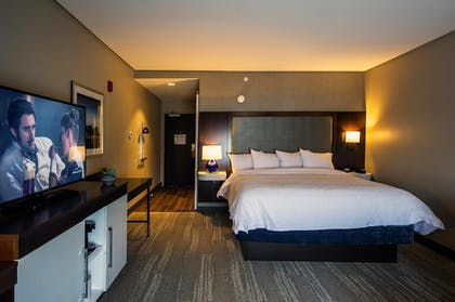 Guestroom | Hampton Inn & Suites Foxborough/Mansfield
