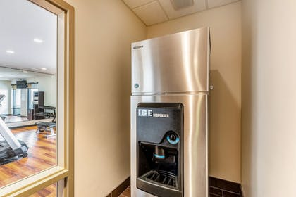 Vending Machine | Clarion Inn & Suites Hurricane Zion Park Area