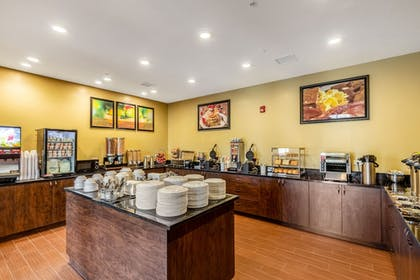 Breakfast Area | Clarion Inn & Suites Hurricane Zion Park Area
