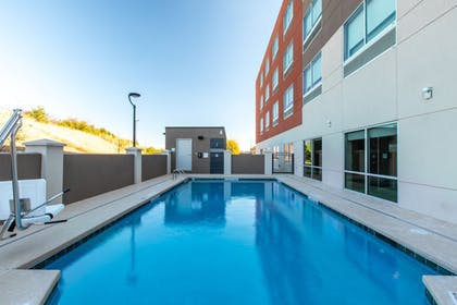 Pool | Holiday Inn Express & Suites Gainesville - Lake Lanier Area