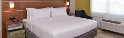Guestroom | Holiday Inn Express & Suites Gainesville - Lake Lanier Area