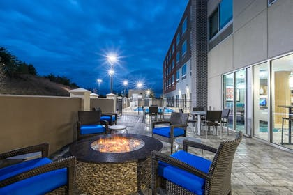BBQ/Picnic Area | Holiday Inn Express & Suites Gainesville - Lake Lanier Area