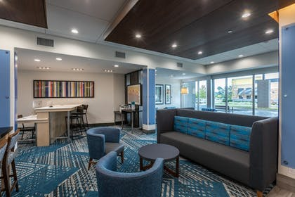 Lobby | Holiday Inn Express & Suites Gainesville - Lake Lanier Area