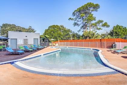 Pool | Holiday Inn Express Fort Walton Beach Central