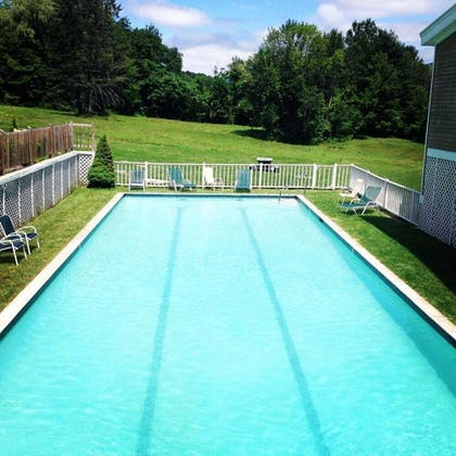 Outdoor Pool | The Inn at Willow Pond