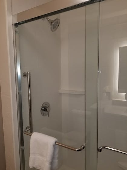 Guestroom | Holiday Inn Express & Suites Colorado Springs AFA Northgate