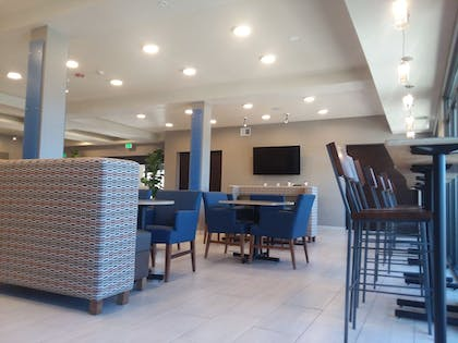 Lobby Sitting Area | Holiday Inn Express & Suites Colorado Springs AFA Northgate