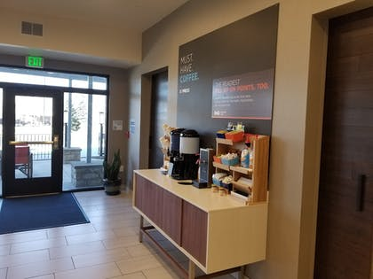 Breakfast Area | Holiday Inn Express & Suites Colorado Springs AFA Northgate