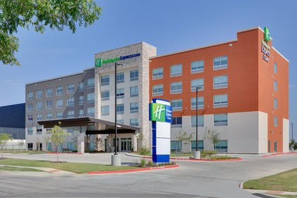 Exterior | Holiday Inn Express & Suites Dallas NW HWY - Love Field