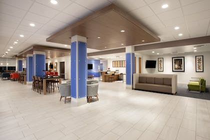 Lobby | Holiday Inn Express and Suites Dakota Dunes