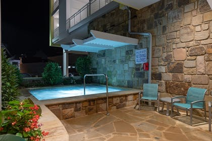 Outdoor Spa Tub | Margaritaville Resort Gatlinburg