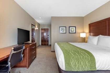 Guestroom | Comfort Inn & Suites at CrossPlex Village