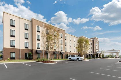 Exterior | Comfort Inn & Suites at CrossPlex Village