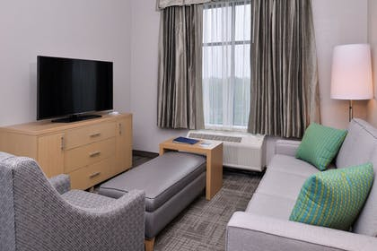 Living Room | Homewood Suites by Hilton Des Moines Airport